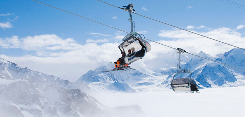 Switzerland_Verbier_skiers-chairlift.jpg